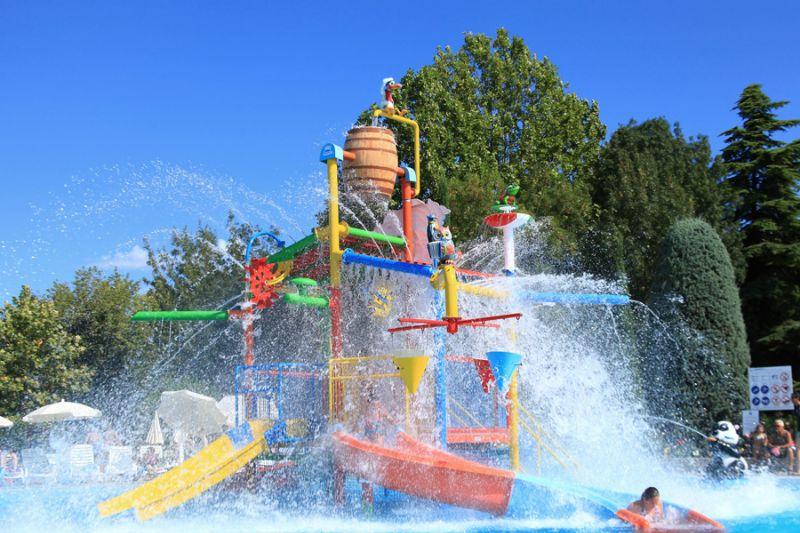 Die Schwimmbäder und Wasserattraktionen auf dem Campingplatz Bella Italia