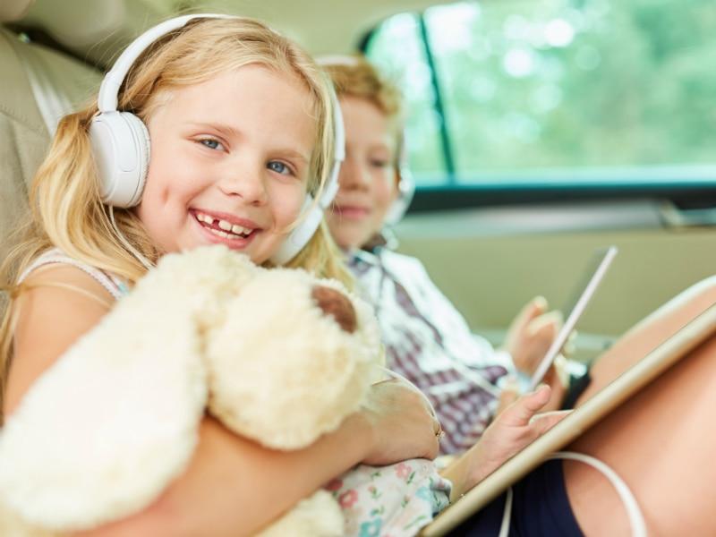 Met de koptelefoon lekker luisteren naar een spannend verhaal