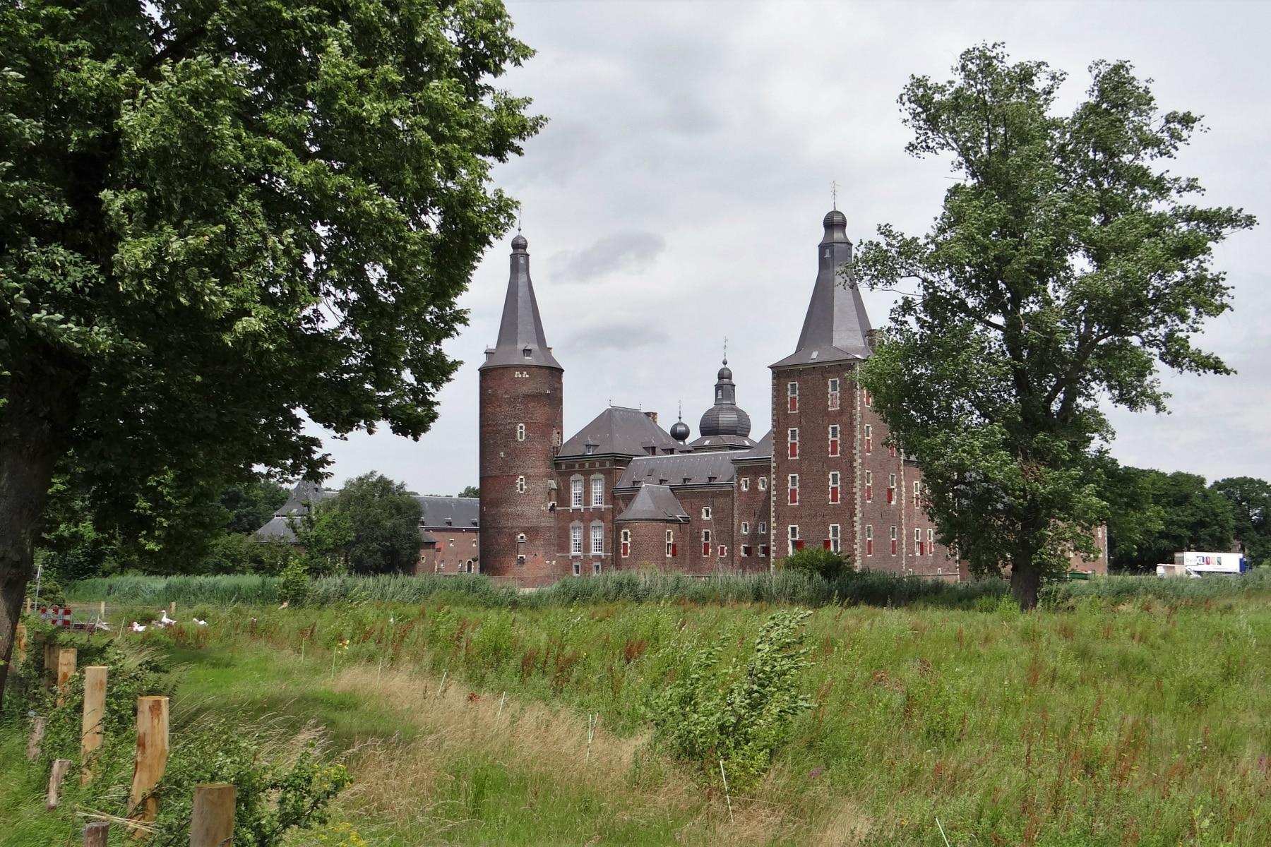 Camping Ausflug C-Mine Genk Belgien Schloss Neuschwanstein Hohenschwangau Bayern Deutschland Rathausuhr Prag Tschechien Montserrat Spanien Hoensbroek Niederlande