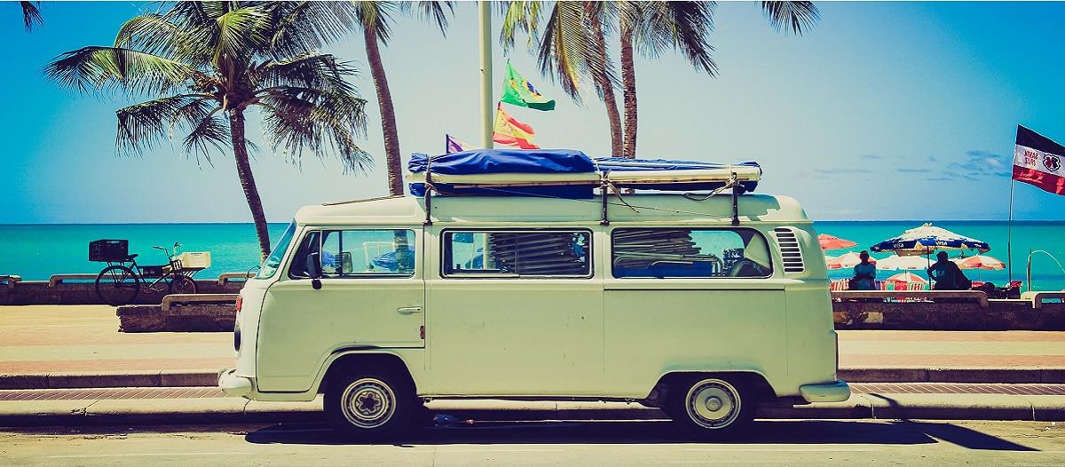 camping-familie-wohnmobil-zelt-abenteuer-natur