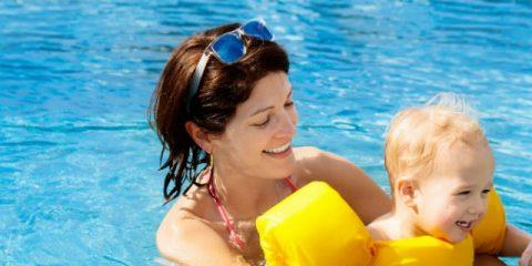Spaß im Babybecken – Tipps fürs Babyschwimmen